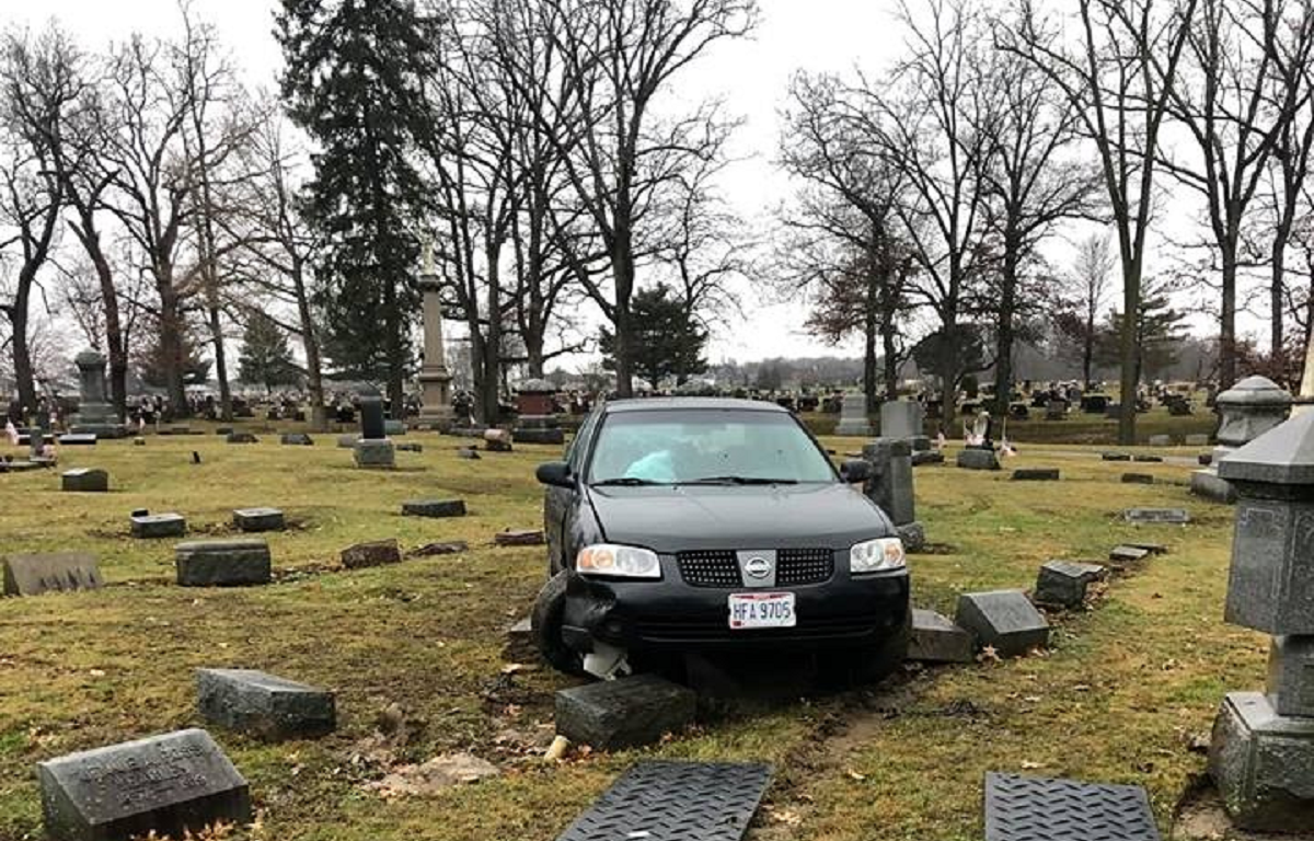 police investigating car crash at cemetery crawford county now